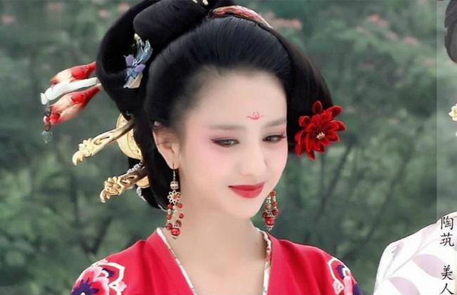4 cô gái dân tộc thiểu số Trung Quốc khiến người gặp người yêu - Hình 13
