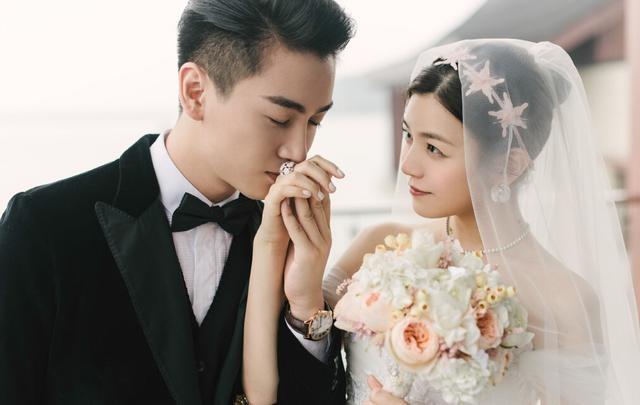 6 cặp đôi tình chị duyên em nổi tiếng Cbiz: Hồng Hân hơn Trương Đan Phong 10 tuổi nhưng chưa bằng trùm cuối này - Hình 1