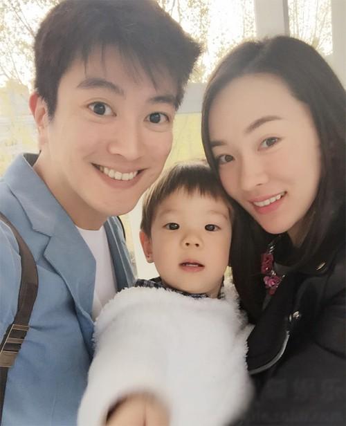 6 cặp đôi tình chị duyên em nổi tiếng Cbiz: Hồng Hân hơn Trương Đan Phong 10 tuổi nhưng chưa bằng trùm cuối này - Hình 11