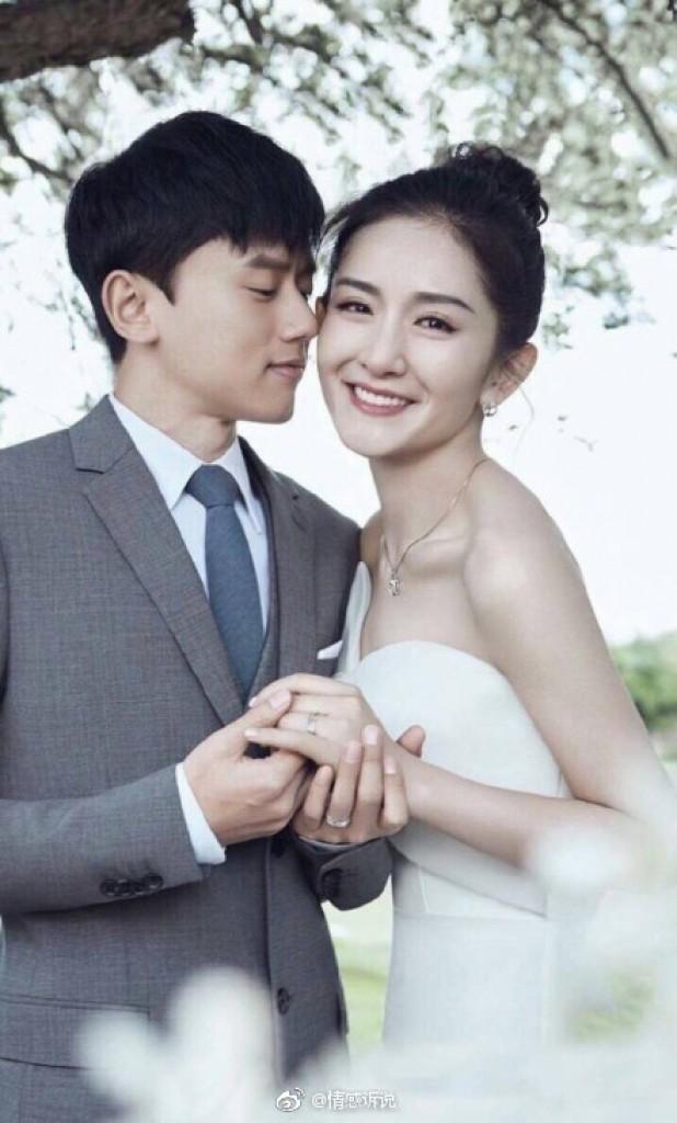 6 cặp đôi tình chị duyên em nổi tiếng Cbiz: Hồng Hân hơn Trương Đan Phong 10 tuổi nhưng chưa bằng trùm cuối này - Hình 15
