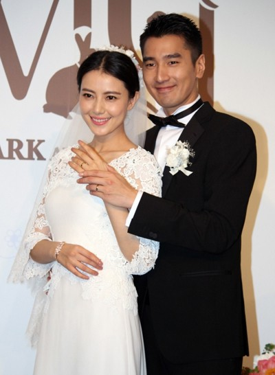 6 cặp đôi tình chị duyên em nổi tiếng Cbiz: Hồng Hân hơn Trương Đan Phong 10 tuổi nhưng chưa bằng trùm cuối này - Hình 6