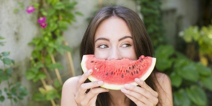 Bước qua tuổi dậy thì mà vòng 1 không phát triển, đừng lo, chỉ cần nạp những loại vitamin này là đủ - Hình 2