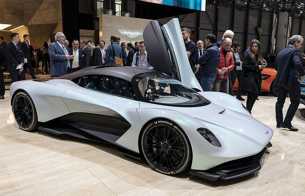 Chưa bán ra, siêu xe Aston Martin AM-RB 003 cháy hàng! - Hình 6