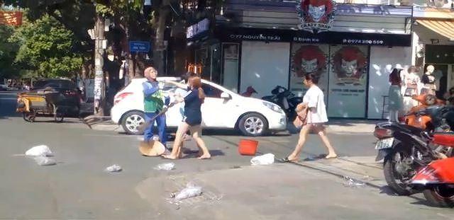 Công an vào cuộc vụ chị lao công bị chủ shop quần áo đánh - Hình 2