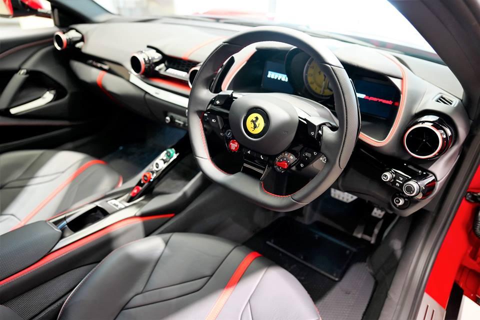 Đại gia Hồng Kông chịu chơi khi mua Ferrari 812 Superfast theo phiên bản Tailor Made, giá 21 tỷ đồng - Hình 5