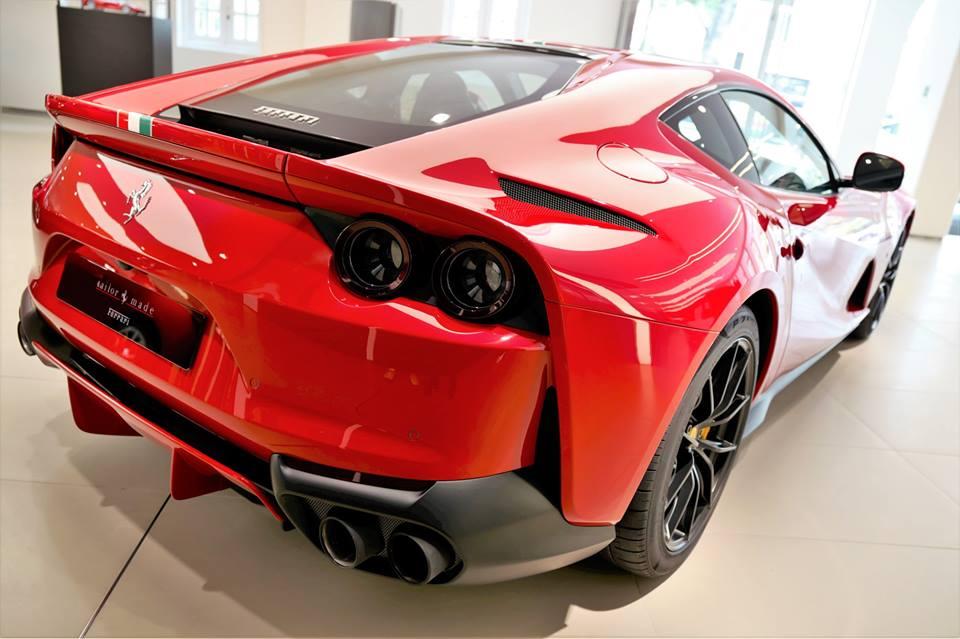 Đại gia Hồng Kông chịu chơi khi mua Ferrari 812 Superfast theo phiên bản Tailor Made, giá 21 tỷ đồng - Hình 2
