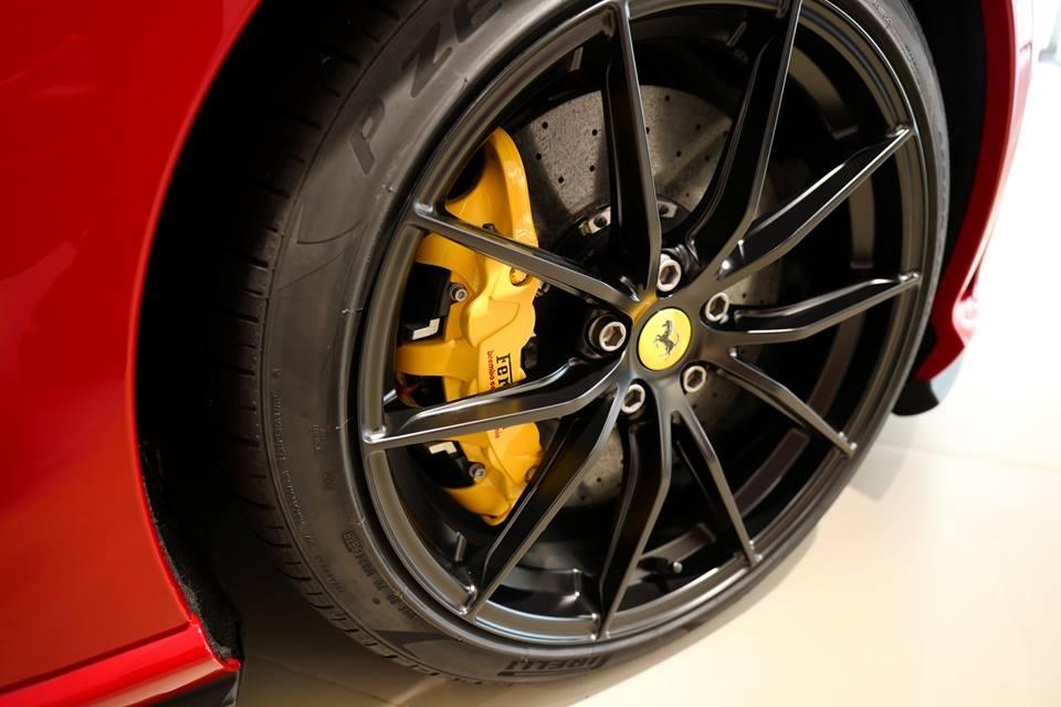Đại gia Hồng Kông chịu chơi khi mua Ferrari 812 Superfast theo phiên bản Tailor Made, giá 21 tỷ đồng - Hình 4