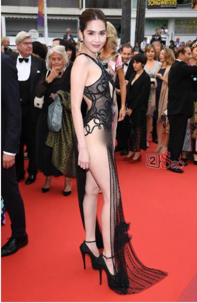 Dàn sao Việt gay gắt chỉ trích thời trang mặc như không gây xấu hổ của Ngọc Trinh trên thảm đỏ Cannes - Hình 1
