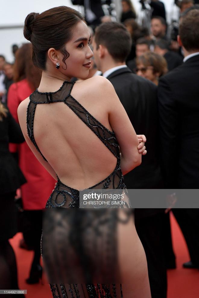 Diện đồ táo bạo gây sốc hơn cả thời tiết Hà Nội nhưng Ngọc Trinh vẫn bị ngó lơ tại thảm đỏ Cannes 2019 - Hình 2