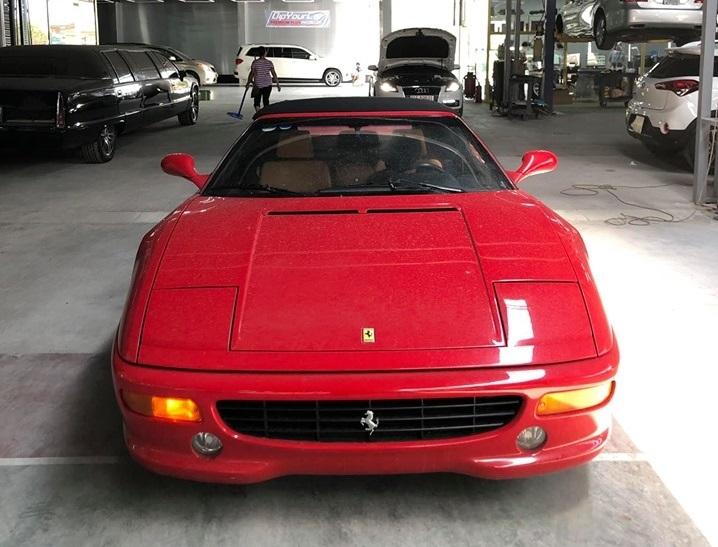 Hàng độc Ferrari F355 F1 Spider 1999 duy nhất ra biển trắng - Hình 3