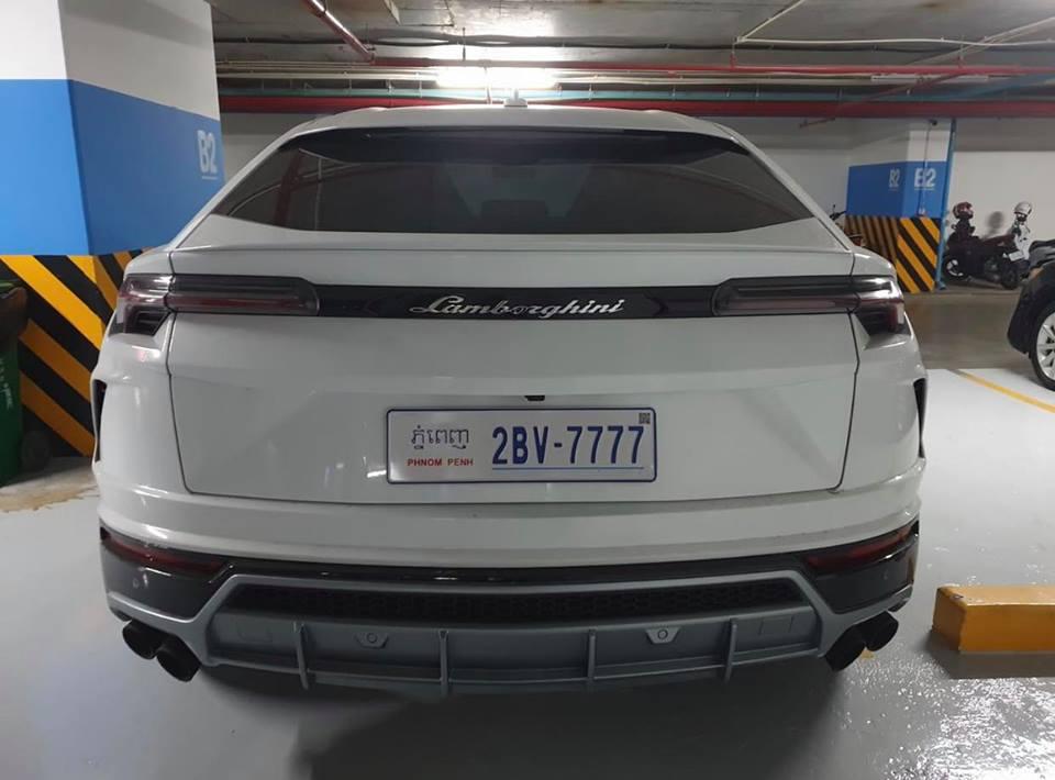 Lamborghini Urus ở Campuchia cũng mang màu trắng như xe của Minh Nhựa nhưng lại nổi bật hơn nhờ chi tiết này - Hình 6