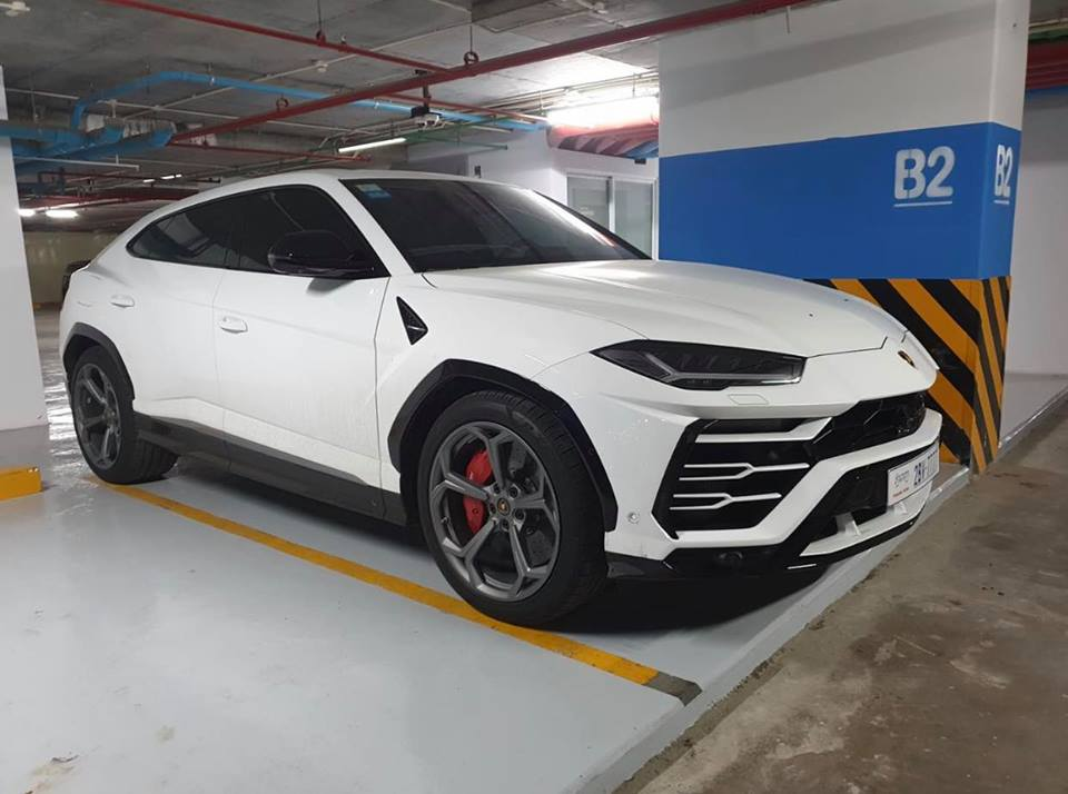 Lamborghini Urus ở Campuchia cũng mang màu trắng như xe của Minh Nhựa nhưng lại nổi bật hơn nhờ chi tiết này - Hình 1