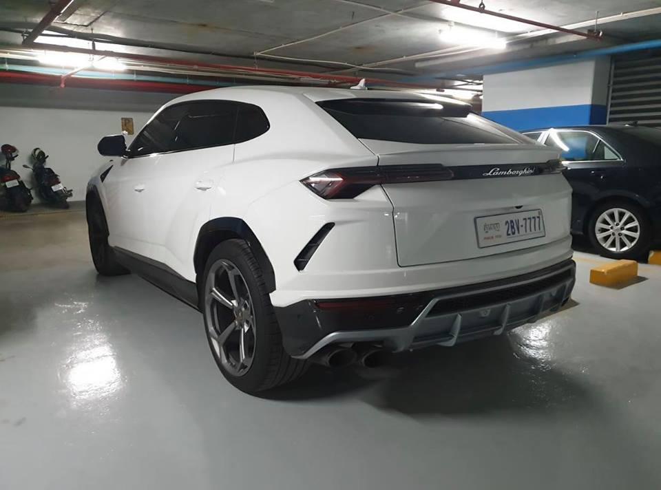 Lamborghini Urus ở Campuchia cũng mang màu trắng như xe của Minh Nhựa nhưng lại nổi bật hơn nhờ chi tiết này - Hình 3