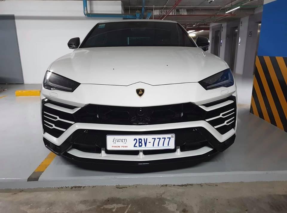 Lamborghini Urus ở Campuchia cũng mang màu trắng như xe của Minh Nhựa nhưng lại nổi bật hơn nhờ chi tiết này - Hình 2