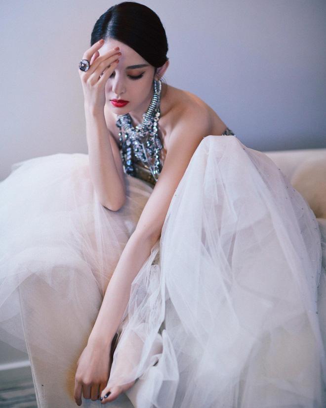 Mỹ nhân bị nhầm với Ngọc Trinh: Nàng công chúa Hoa ngữ đẹp ná thở tại Cannes bất chấp ảnh không photoshop - Hình 26