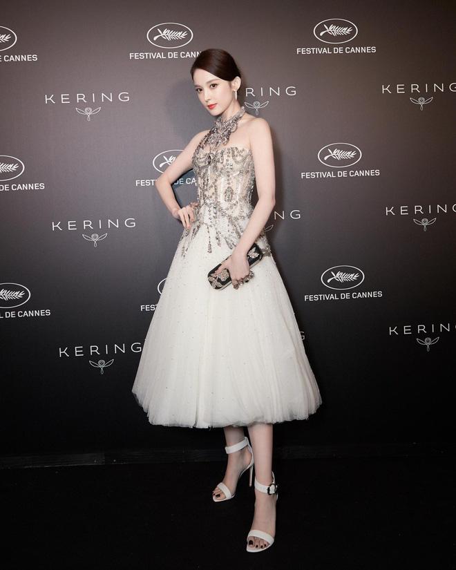 Mỹ nhân bị nhầm với Ngọc Trinh: Nàng công chúa Hoa ngữ đẹp ná thở tại Cannes bất chấp ảnh không photoshop - Hình 17