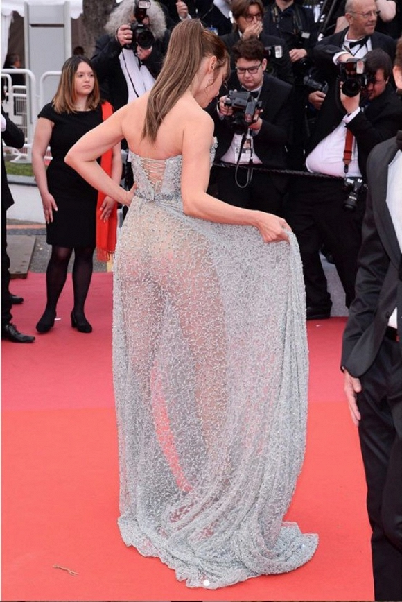 Ngoài Ngọc Trinh, đây là những chiếc váy gây sốc nhất lịch sử thảm đỏ LHP Cannes, có bộ còn hở 80-90% cơ thể - Hình 18