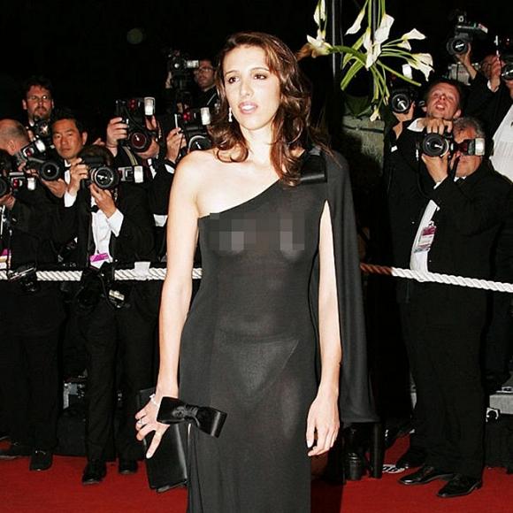 Ngoài Ngọc Trinh, đây là những chiếc váy gây sốc nhất lịch sử thảm đỏ LHP Cannes, có bộ còn hở 80-90% cơ thể - Hình 23