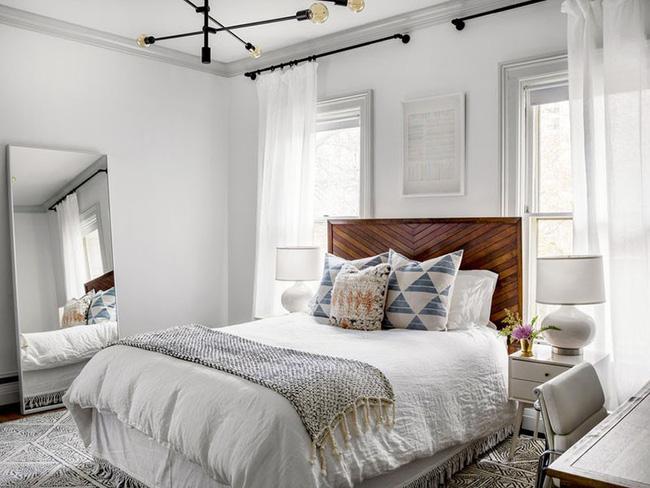 Nhẹ nhàng, đơn giản là thế nhưng một phòng ngủ đơn sắc trắng vẫn là niềm yêu thích của biết bao chị em - Hình 2