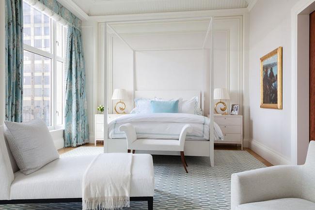 Nhẹ nhàng, đơn giản là thế nhưng một phòng ngủ đơn sắc trắng vẫn là niềm yêu thích của biết bao chị em - Hình 6