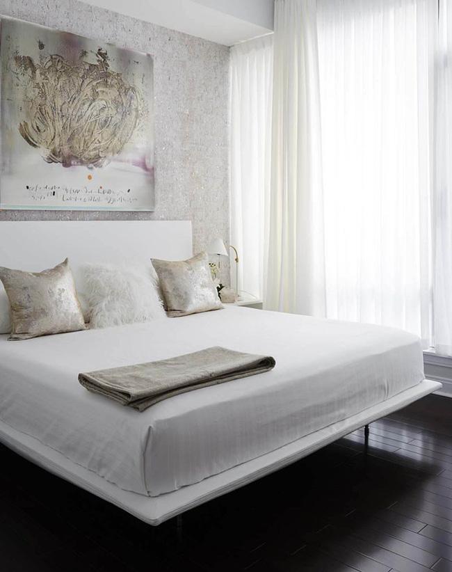 Nhẹ nhàng, đơn giản là thế nhưng một phòng ngủ đơn sắc trắng vẫn là niềm yêu thích của biết bao chị em - Hình 5