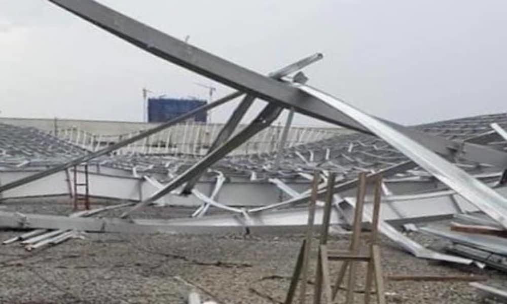Sập nhà xưởng nặng hàng chục tấn ở Bình Dương, 1 người chết - Hình 2