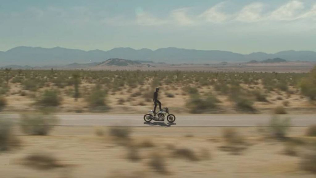 Sự thật sau clip diễn viên John Wick Keanu Reeves làm xiếc trên mô tô - Hình 7