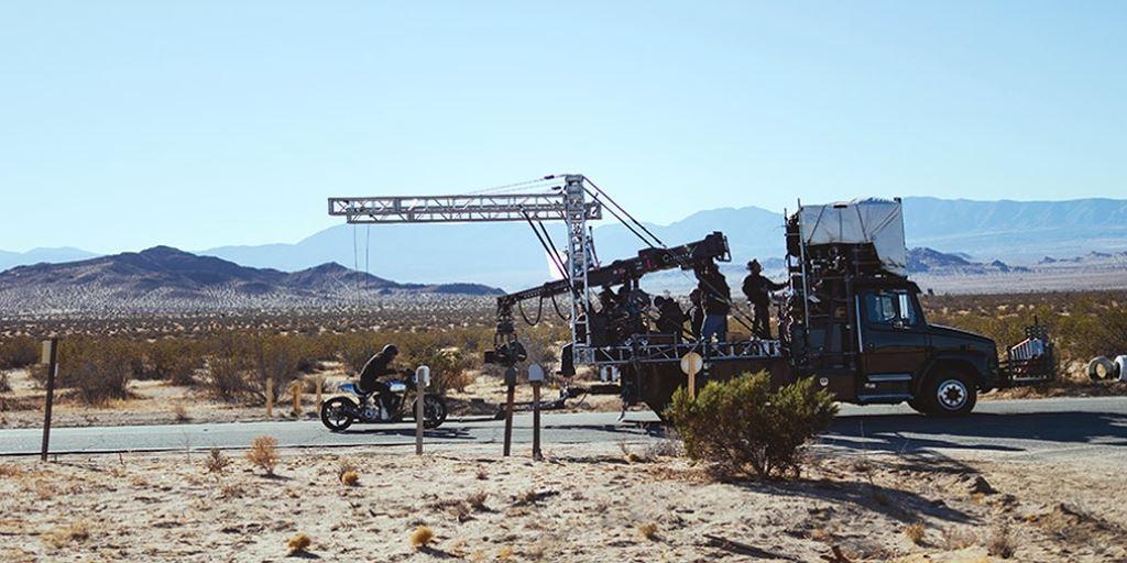 Sự thật sau clip diễn viên John Wick Keanu Reeves làm xiếc trên mô tô - Hình 3