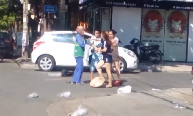 Tâm sự nghẹn ngào của nữ lao công bị chủ shop tẩn giữa trời nắng gần 40 độ C - Hình 1