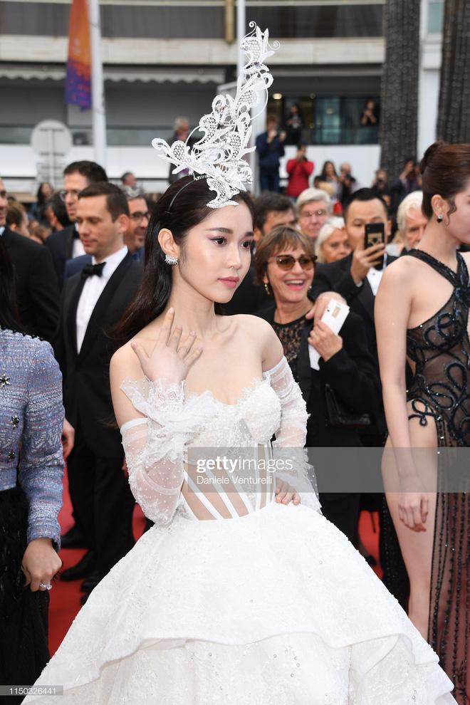 Thêm mỹ nhân Việt xuất hiện tại Cannes: Ăn mặc diêm dúa, cố tình chơi trội, hoá ra là người quen của Ngọc Trinh - Hình 4