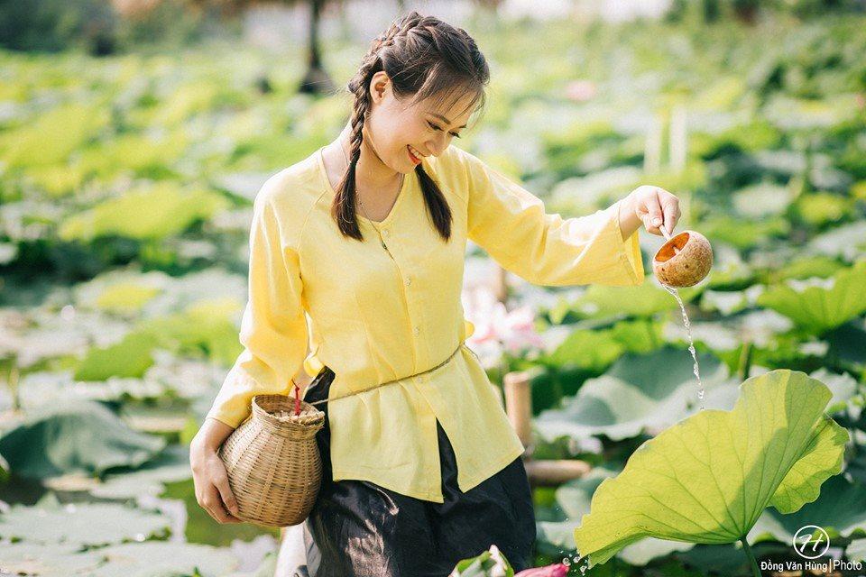 Thiếu nữ Hà thành nô nức khoe sắc cùng mùa sen nở - Hình 12