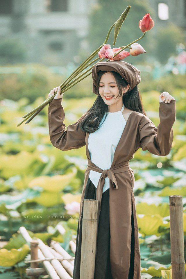 Thiếu nữ Hà thành nô nức khoe sắc cùng mùa sen nở - Hình 9