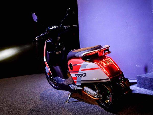 Xe máy điện đầu tiên của Ducati chính thức trình làng - Hình 2