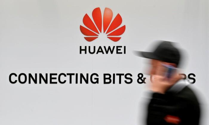 Bloomberg: Mỹ diệt Huawei, chiến tranh lạnh công nghệ bùng nổ - Hình 1