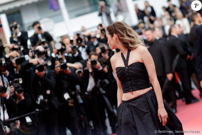 Bông hồng Pháp Marion Cotillard khoe eo ở Cannes - Hình 5