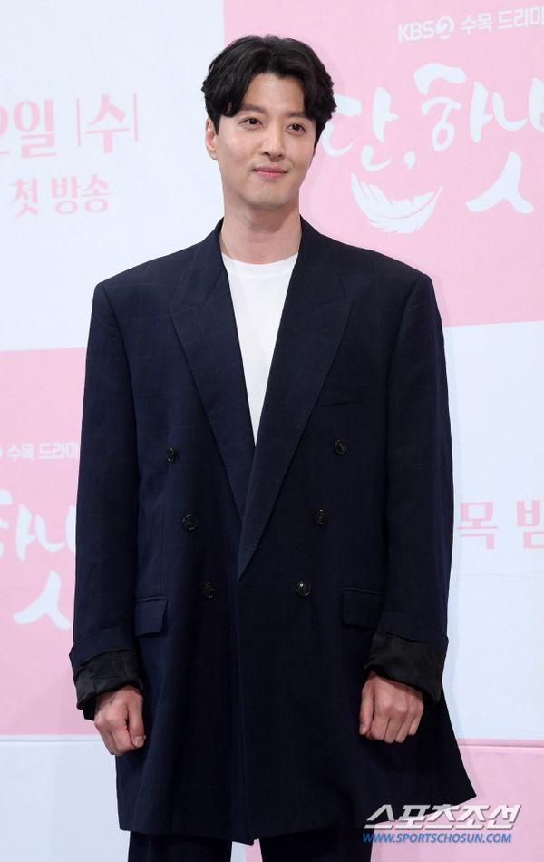 Họp báo Dan Only Love: Shin Hye Sun thùy mị bên L (Infinite) và tài tử Lee Dong Gun - Hình 8
