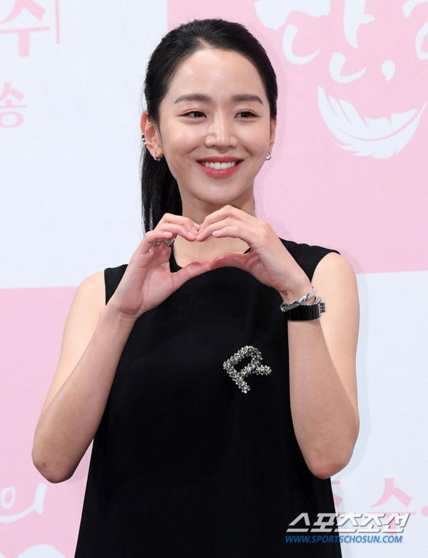 Họp báo Dan Only Love: Shin Hye Sun thùy mị bên L (Infinite) và tài tử Lee Dong Gun - Hình 5