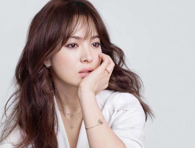 Khiến triệu người mê mẩn vì đẹp tựa nữ thần, nhan sắc ngoài đời của Song Hye Kyo trong mắt trẻ con ra sao? - Hình 4