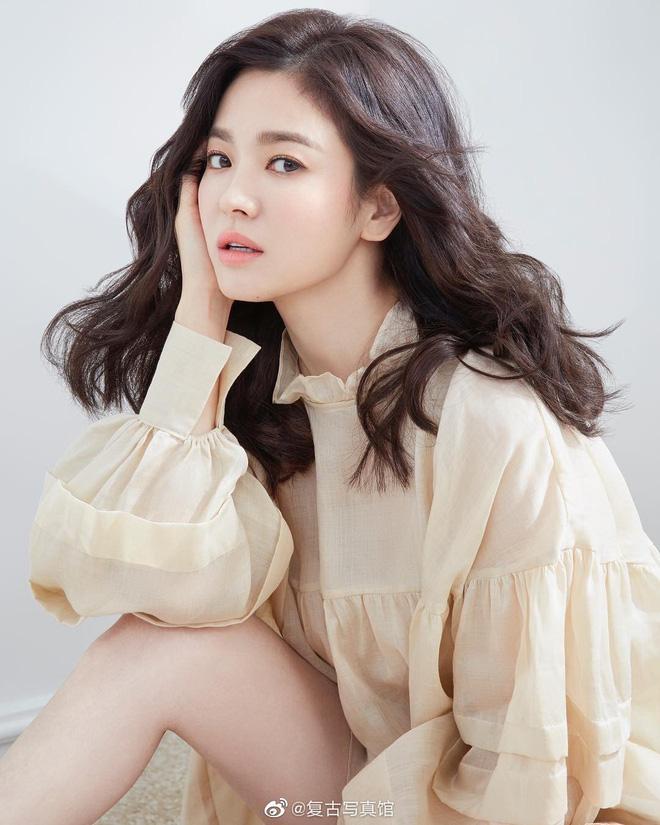Khiến triệu người mê mẩn vì đẹp tựa nữ thần, nhan sắc ngoài đời của Song Hye Kyo trong mắt trẻ con ra sao? - Hình 3