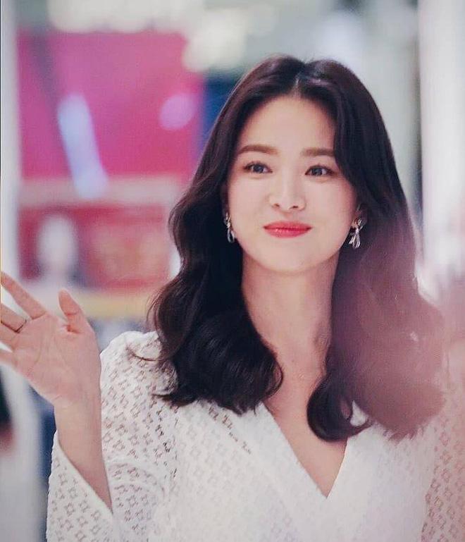 Khiến triệu người mê mẩn vì đẹp tựa nữ thần, nhan sắc ngoài đời của Song Hye Kyo trong mắt trẻ con ra sao? - Hình 7
