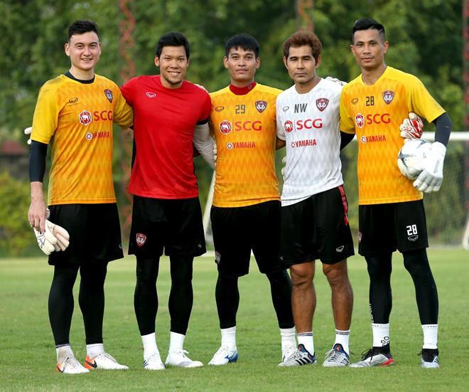 Thủ môn số một Thái Lan hẹn đấu tay đôi với Văn Lâm ở Kings Cup - Hình 1
