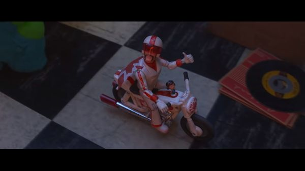 Toy Story 4 tung trailer cuối giới thiệu cuộc gặp đầu tiên với nhân vật Duke Caboom do Keanu Reeves lồng tiếng - Hình 15