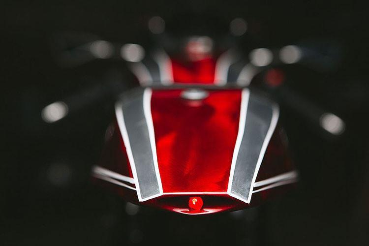 Triumph Thruxton 900 độ trông giống như một chiếc máy bay hầm hố - Hình 5