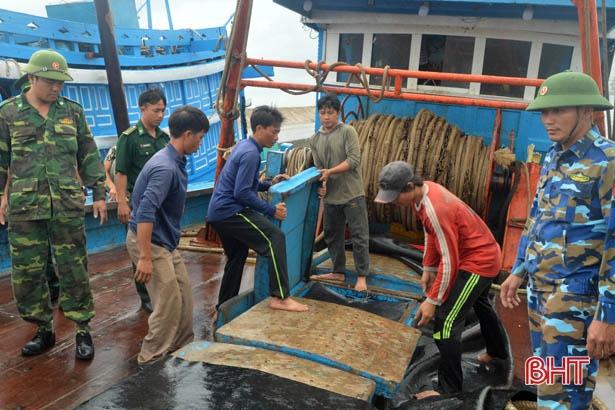 Bắt 2 tàu giã cào khai thác hải sản trái phép trên vùng biển Hà Tĩnh - Hình 2