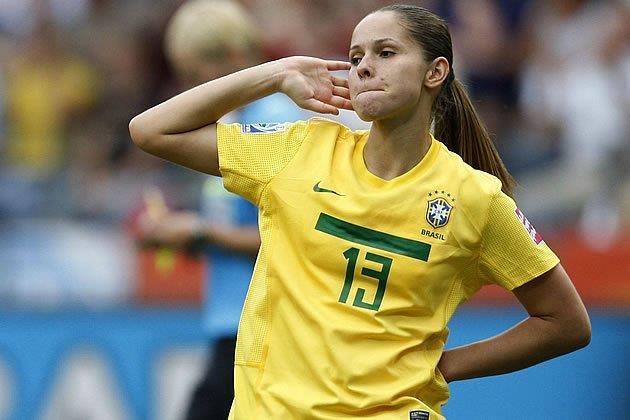 Chiêm ngưỡng nhan sắc top 9 cầu thủ xinh đẹp tại World Cup nữ 2019 - Hình 1