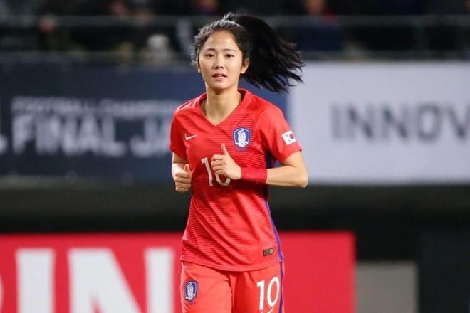 Chiêm ngưỡng nhan sắc top 9 cầu thủ xinh đẹp tại World Cup nữ 2019 - Hình 11