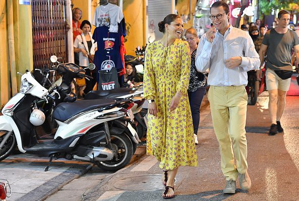 Có một vị Công chúa Hoàng gia rất thích diện đồ họa tiết, thậm chí trong chuyến thăm Việt Nam không ngày nào không mặc - Hình 10