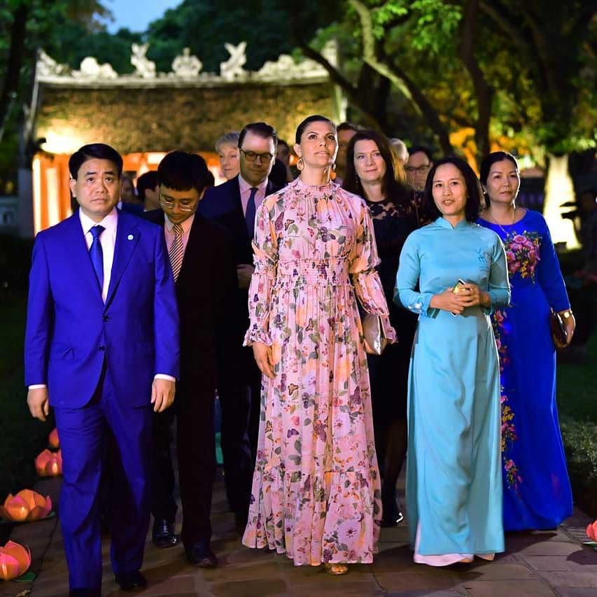 Có một vị Công chúa Hoàng gia rất thích diện đồ họa tiết, thậm chí trong chuyến thăm Việt Nam không ngày nào không mặc - Hình 2