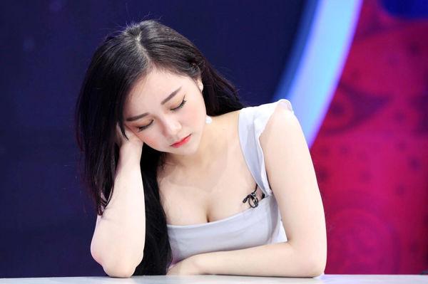 Cuộc sống đậm chất rich kid sang chảnh của hotgirl ngủ gật sắp nối gót Chi Pu đi hát - Hình 2
