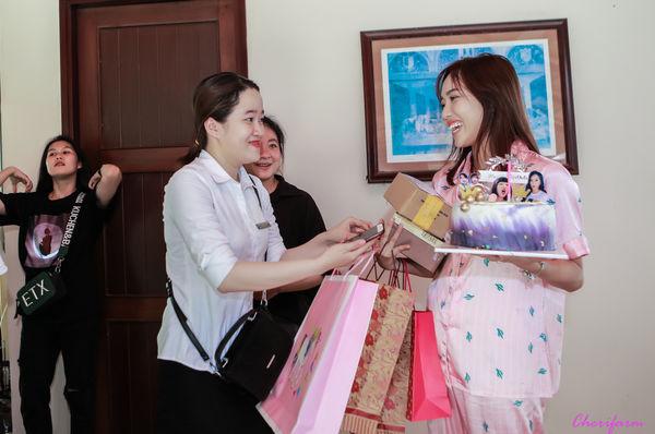 Đang ngủ, Diệu Nhi bị fan đột kích tổ chức sinh nhật - Hình 7